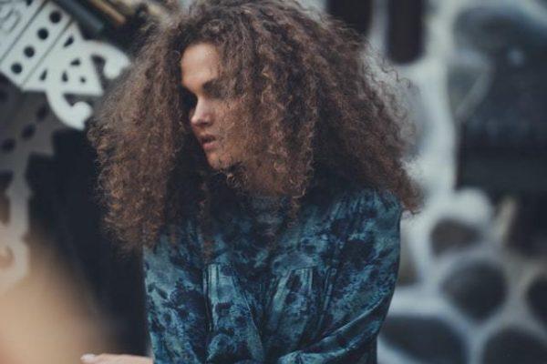woman with brazilian hair bundle